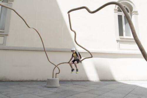 Temitayo Ogunbiyi, Giocherai nel Quotidiano, Correndo (You will play in the everyday running), 2020. Photography by Tommaso Vitiello.